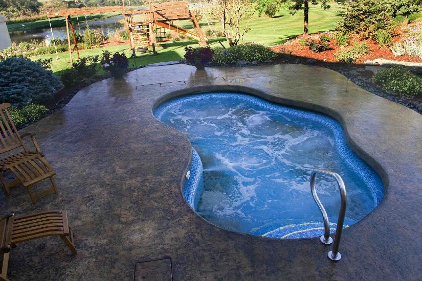 Extreme Cantilever Spa With Automatic Pool Cover Installation